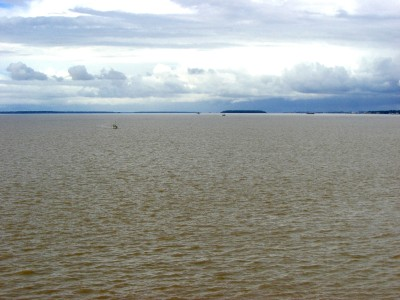 Bis iquitos, noch immer in peru, fahren hochseetaugliche schiffe